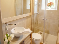 Ensuite Bathroom | Residential Cookery Courses France