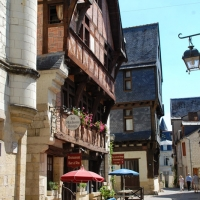 Medieval streets of Chinon | Culinary Holidays in France
